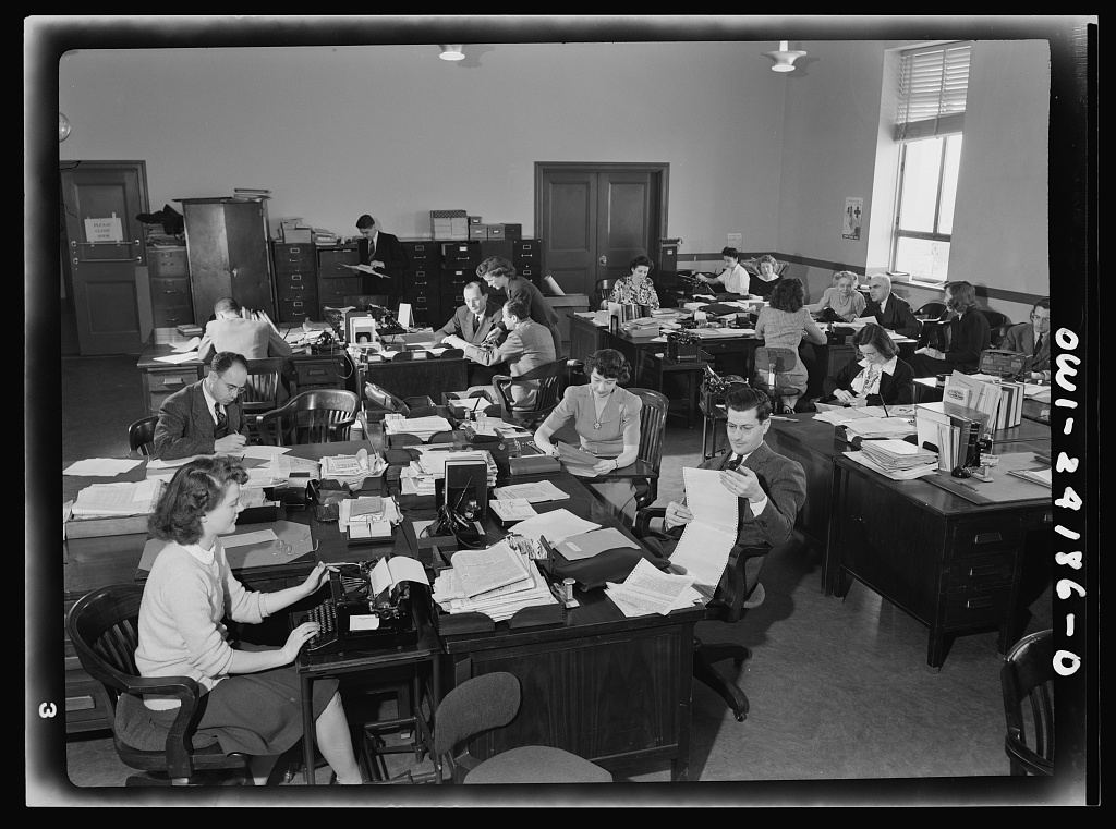 Office of War Information research workers 8d28682v